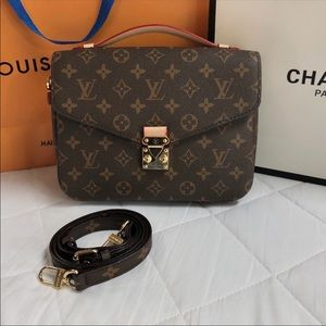 Louis Vuitton pochette Métis monogram bag